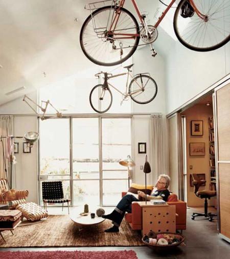 Bicicletas colgadas del techo