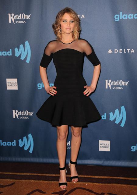 Jennifer Lawrence look graduación universidad