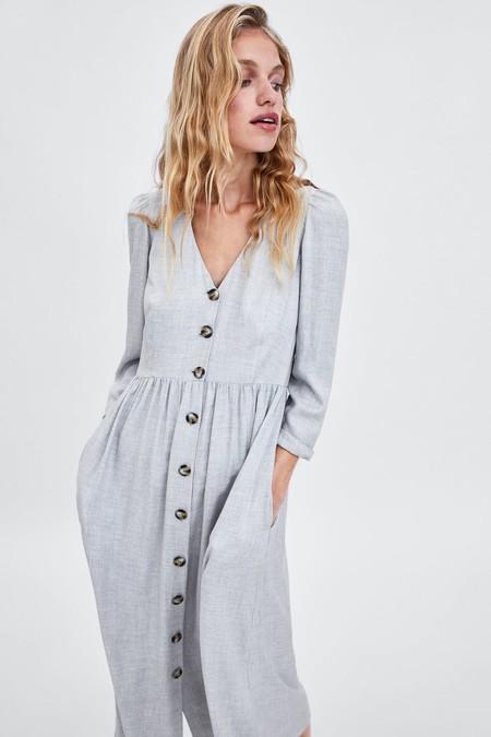 El vestido de Zara (de verano) que vas a querer repetir este otoño 2018