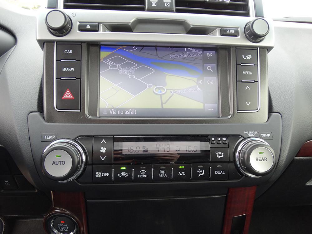 Foto de Probamos el Toyota Land Cruiser 180D, todas las imágenes del motor, maletero y otros detalles (20/32)