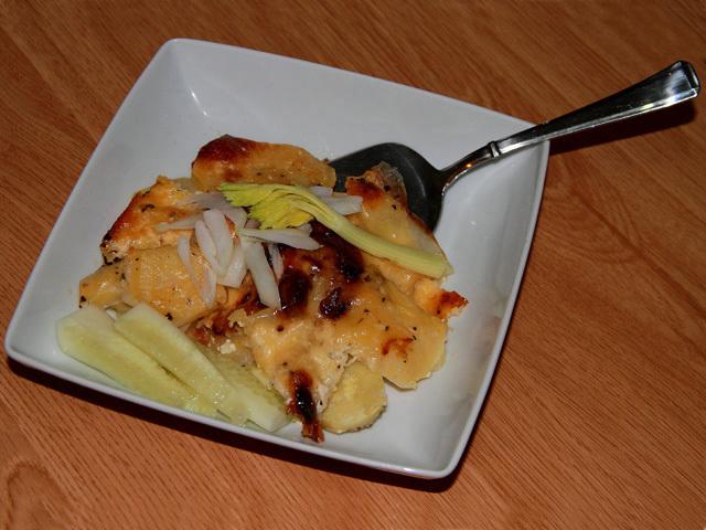 Patatas gratinadas con queso emmental sin lactosa