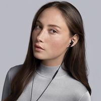 Bang & Olufsen amplía su gama de auriculares con cancelación activa del ruido con un nuevo modelo in-ear, el E4