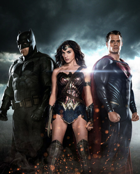 Batman, Wonder Woman y Superman en un nuevo póster