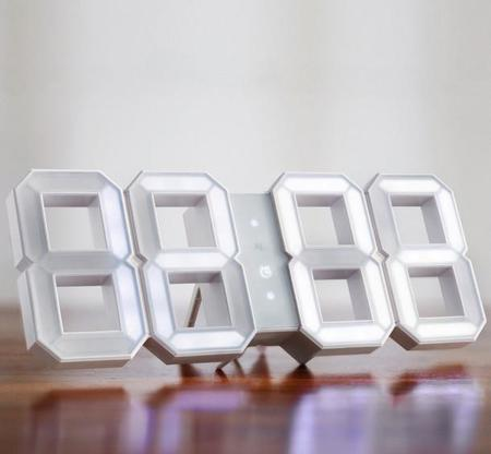 Reloj LED White & White, diseño minimalista y funcional