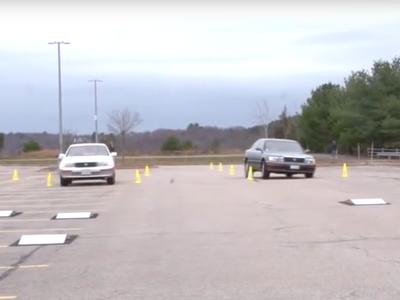 La increíble suspensión Bose era tan innovadora que permitía al coche saltar obstáculos, como en este vídeo