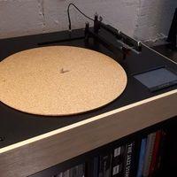 Este tocadiscos con Bluetooth es capaz de identificar las diferentes pistas del vinilo y programar una reproducción a medida