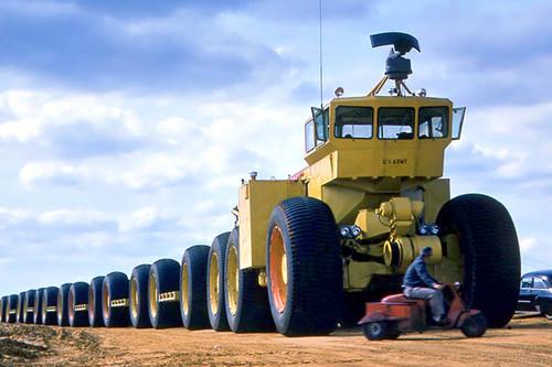 Más de 4.000 CV, 54 ruedas motrices y 173 metros de largo. Así era el loco tren todoterreno de EEUU nacido de la Guerra Fría