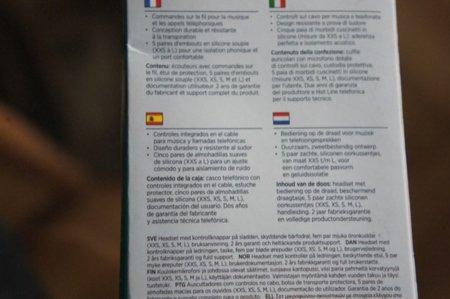 Parte trasera de la caja con información en varios idiomas, incluido el Español