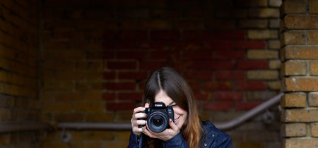 Canon EOS 77D, Nikon D3400, Sony A7 y más cámaras, objetivos y accesorios en oferta: llega Cazando Gangas