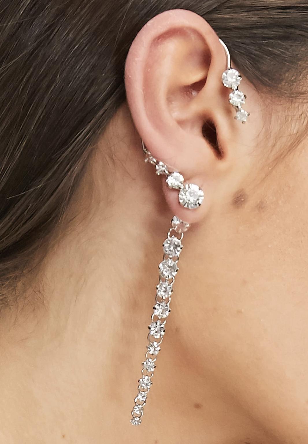 Ear cuff plateado con diamantes de imitación exclusivo de DesignB London