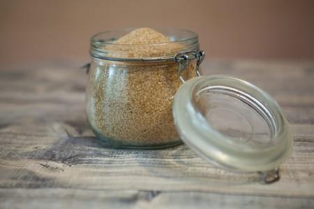 El azúcar moreno de los supermercados suele ser falso. Esto es lo que tienes que saber para que no te timen