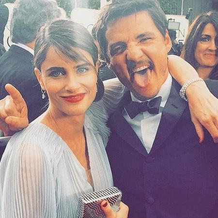 Amanda Peet Put Her Arm Around Game Thrones Star Pedro Pascal