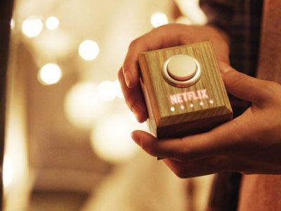 Apaga las luces, silencia el móvil, pide una pizza y a ver tu serie, así es el botón de Netflix