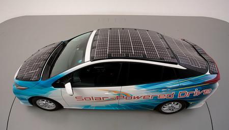 Toyota probará este mes un nuevo Prius PHV con paneles solares, cinco veces más potente y capaz de recargar las baterías en marcha