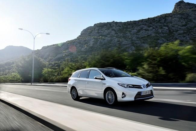 2 Toyota Auris Hybrid Touring Sports