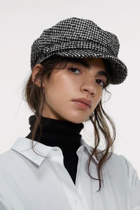 Rebajas Zara 2020 Complementos Gorros 01