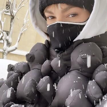 Úrsula Corberó o cómo lucir el plumón más original de la temporada (acompañado de muchos osos de peluche)