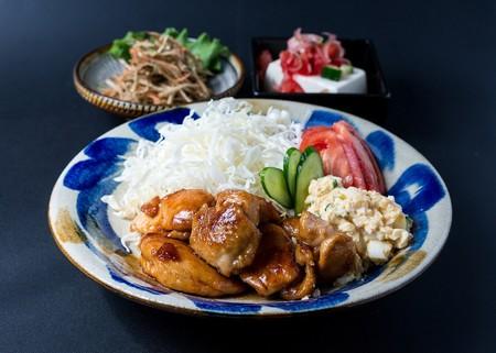 Cocina japonesa: mucho más que sushi, miso y ramen. Qué más platos te pueden gustar y puedes cocinar