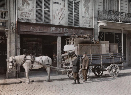 H Civiles Transportando Maquinaria En Reims