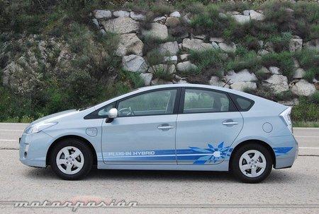 Toyota Prius Plug-in contra Chevrolet Volt y Nissan Leaf: el amperio contraataca