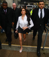 Amy Winehouse se declara culpable de agresión
