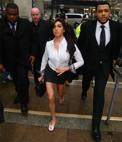 Amy Winehouse se declara culpable de agresión