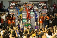 Taddy Blazusiak gana el Superenduro de Brasil con Alfredo Gómez en el podio