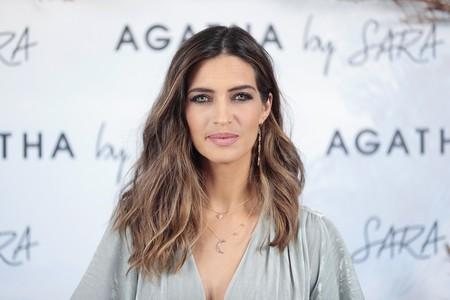 Sara Carbonero más guapa que nunca, con el perfecto look de terciopelo para esta Navidad