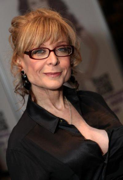 Nina Hartley: la educadora sexual que ha actuado en casi 1.000 películas porno
