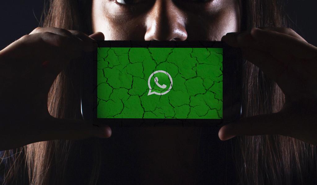 Estar grupos de WhatsApp que tengan nombres con palabras como 'pornografía infantil' puede hacer que te expulsen de la plataforma