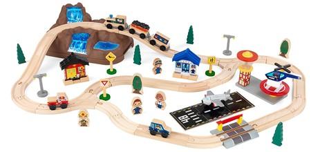 Tenemos el  circuito para tren de madera KidKraft 17826 por 44,95 euros en Amazon