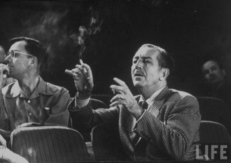 Disney prohíbe fumar en todas sus películas