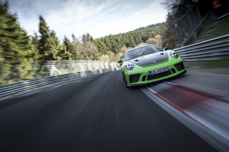 En video: ¡El Porsche 911 GT3 RS se devora Nürburgring en 6:56.4 minutos!