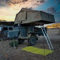Este remolque todoterreno es una estupenda alternativa a una furgoneta camper para disfrutar en plena naturaleza
