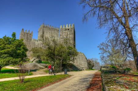 Castillo Guimaraes con niños