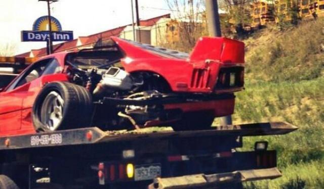 Dolorpasión™: el Ferrari F40 siniestrado frente a una manada de autobuses de escuela