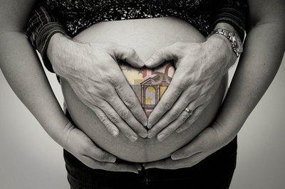 """""""O nace hoy, o me quedo sin cheque-bebé"""""""