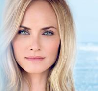 Amber Valetta presenta la Blue Therapy Lift & Blur, el tratamiento lifting de Biotherm