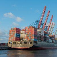 A la crisis de los microchips se le une un nuevo problema industrial: cada vez es más caro mover mercancías en barco