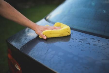 Cómo lavar el coche rápida y dignamente en un lavado con mangueras a presión