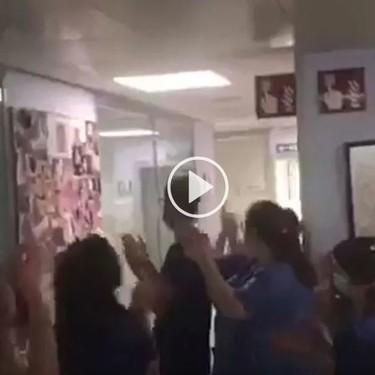Retiran la respiración mecánica a un bebé de cuatro meses ingresado por coronavirus en Málaga, y los sanitarios lo celebran con un emotivo aplauso