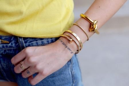 Clonados y pillados: el brazalete más famoso de Céline se encuentra en Forever 21