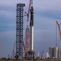"""Así de imponente es el Starship de Elon Musk y SpaceX: casi 120 metros de altura en """"el cohete más alto y potente de la historia"""""""