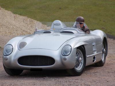 A subasta, esta preciosa réplica del Mercedes-Benz 300 SLR con que Sir Stirling Moss ganó la Mille Miglia