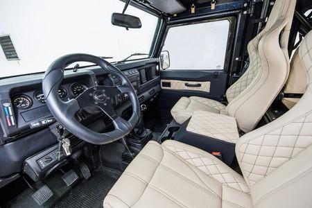 Este Land Rover Defender esconde un secreto: monta un motor Chevrolet V8 LS3