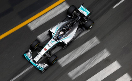 Vuelve el buen tiempo, vuelven los Mercedes en cabeza