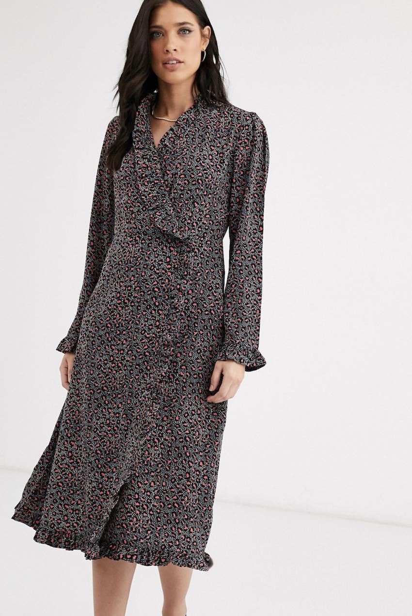 Vestido de manga larga con diseño cruzado y detalle de botón de Y.A.S