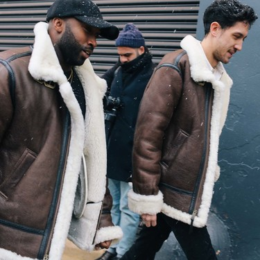 El mejor street style de la semana: el borreguillo reina en las chaquetas y abrigos de la temporada