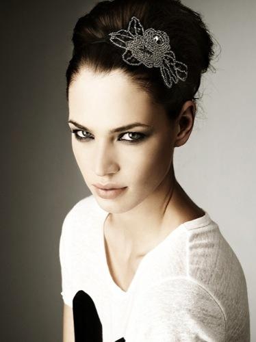 Diademas de Zara para vestir esta Navidad, flor