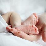 Nace el primer bebé en la UCI del hospital La Fe de Valencia, donde su madre estaba ingresada por Covid